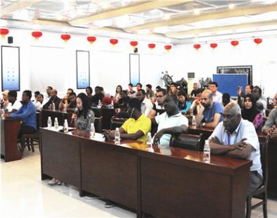 中国地调局援外研修班来物化探队参观考察